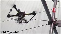 Fliegende Bauarbeiter-Drohne baut selbstständig eine Hängebrücke!